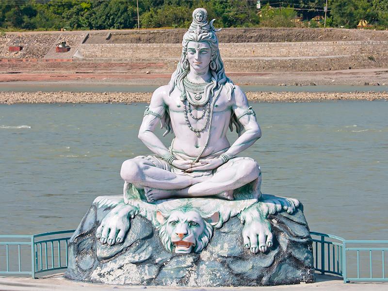 """Махашиваратри (""""великая ночь Шивы"""") - индуистский праздник в честь бога Шивы. Он отмечается в ночь перед новолунием последнего лунного цикла зимы, попадает на февраль-март"""