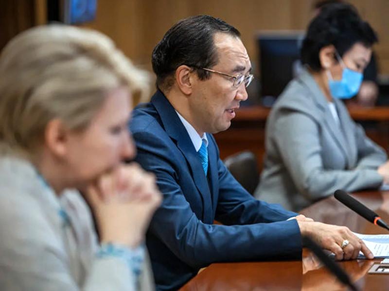 25 мая, Глава Якутии Айсен Николаев провел заседание республиканского оперштаба с участием глав муниципальных образований и городских округов