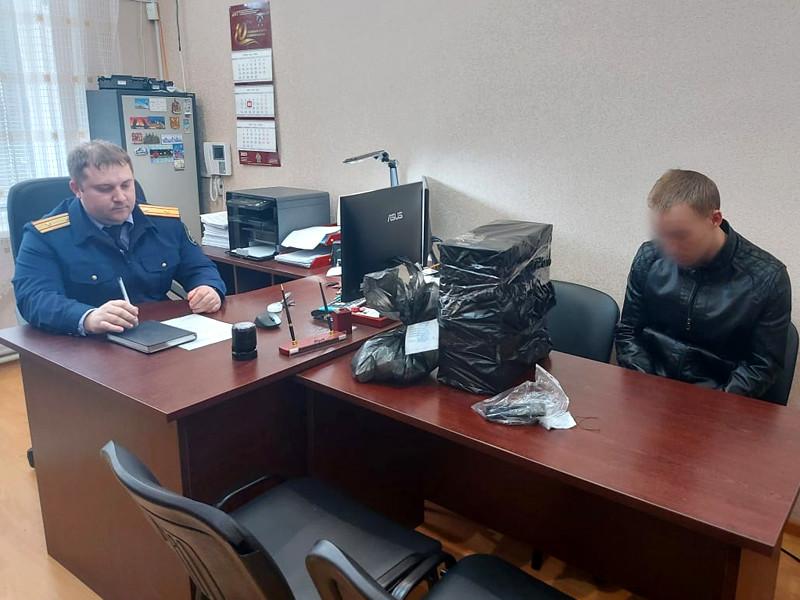 Сотрудники ФСБ и полицейские задержали в Крыму жителя села Октябрьское Красногвардейского района, разместившего в соцсетях ложную информацию о готовящемся вооруженном нападении на местную сельскую школу