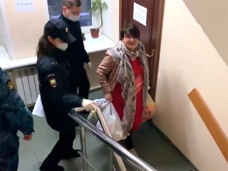 После заседания суда Юлию Галямину увезли в спецприемник