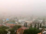 Песчаная буря, накрывшая Астрахань, дошла до Дагестана и Калмыкии