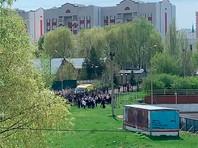 На месте работают полиция и экстренные службы, школа оцеплена