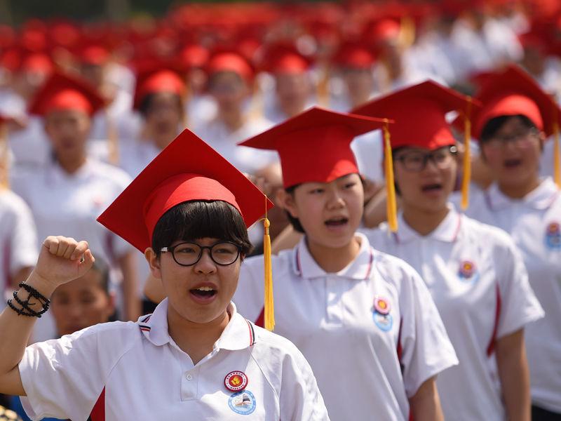 """В Китае школьникам запретили снимать стресс перед экзаменами с помощью """"нетрадиционного"""" ритуала"""