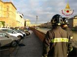 Во Флоренции десятки автомобилей провалились в огромную яму (ВИДЕО)