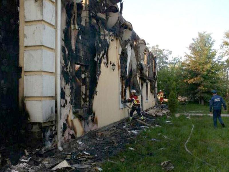 В Киевской области Украины сгорел дом престарелых: по данным на утро воскресенья, найдены тела семи человек, еще десять считаются пропавшими