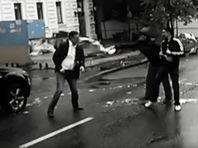 Известного российского блогера Адагамова в Киеве облили кефиром и избили