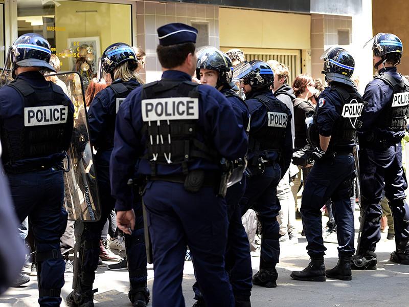 Французская полиция провела масштабный рейд в марсельском отеле, в котором проживают болельщики сборной России по футболу