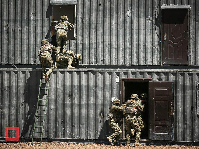 В Карагандинской области Казахстана пресечена деятельность радикальной группировки, которая планировала террористические акты с использованием самодельных взрывных устройств, сообщает сайт Комитета национальной безопасности республики