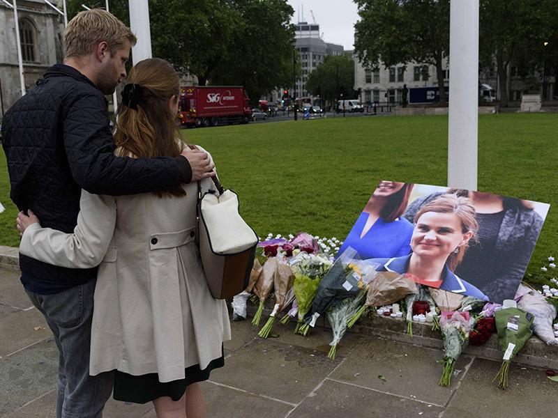 Депутат британского парламента от Лейбористской партии Джо Кокс, убитая накануне в пригороде Лидса в ходе нападения, ранее обращалась с жалобами в полицию
