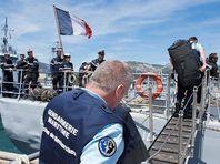 """Французское судно, участвующее в поисках упавшего в Средиземное море самолета A320 авиакомпании EgyptAir, уловило сигналы с глубины, которые, предположительно, могли поступить от """"черных ящиков"""" лайнера"""