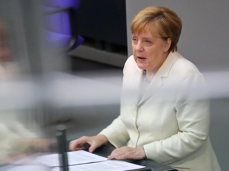Меркель объявила о необходимости продления санкций против России