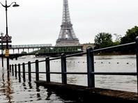 В Париже снижается уровень воды в затопившей город Сене