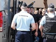 Часть российских футбольных болельщиков, задержанных полицией утром во вторник, 14 июня, на юге Франции для проверки документов и установления их возможной причастности к беспорядкам в Марселе, уже отпущены