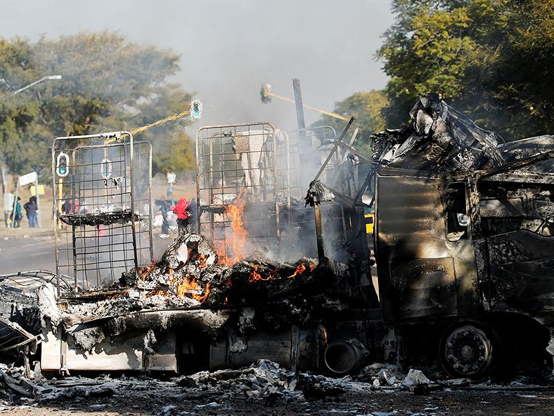 В ЮАР в метрополитии Цване, на территории которой расположена столица страны Претория, начались массовые беспорядки