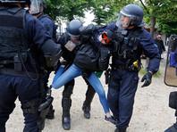 В столкновениях демонстрантов с полицией в Париже ранены 26 человек