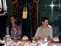 На ужине присутствовали первая леди США, а также 17-летняя Малия Обама и 15-летняя Саша Обам