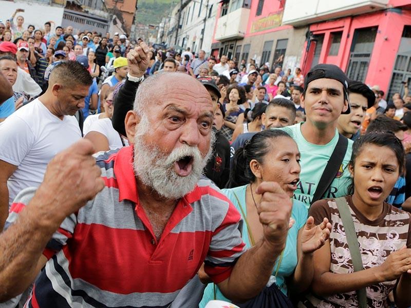 Беспорядки, грабежи магазинов и протесты против дефицита товаров в венесуэльском городе Кумана штата Сукре унесли, по неофициальным данным, жизни двух человек