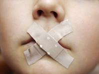 В Австрии воспитательница за громкий смех заклеивала детям рты