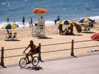 В США женщину убил летящий пляжный зонт