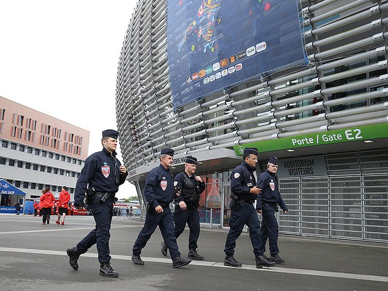 Полиция французского города Лилль задержала двоих российских и двоих украинских болельщиков. Задержание произошло в преддверии матча группового этапа чемпионата Европы по футболу между сборными Словакии и России