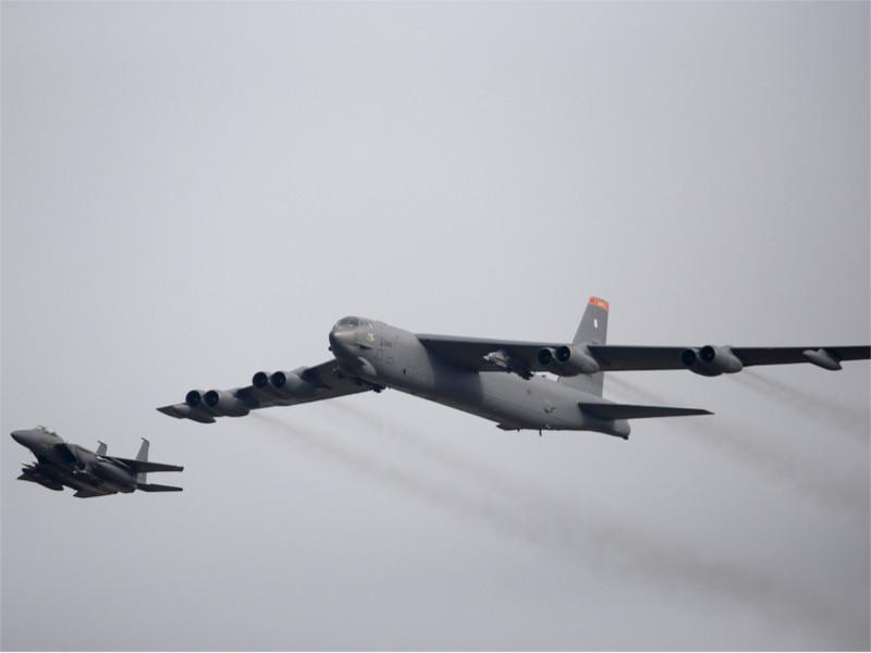 Стратегический бомбардировщик В-52 ВВС США
