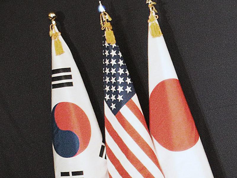 Соединенные Штаты, Япония и Южная Корея провели первые совместные военные учения по перехвату ракет КНДР в связи с ядерными и ракетными испытаниями Пхеньяна