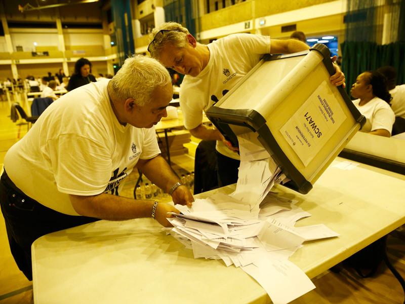 Сторонники выхода Великобритании из Евросоюза (Brexit) одержали победу после подсчета всех голосов избирателей, проголосовавших в четверг на референдуме