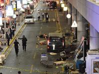 Три взрыва прогремели в зоне прилета международных рейсов аэропорта имени Ататюрка - крупнейшего в Турции. По данным властей, в результате атаки троих террористов-смертников погибли 36 человек