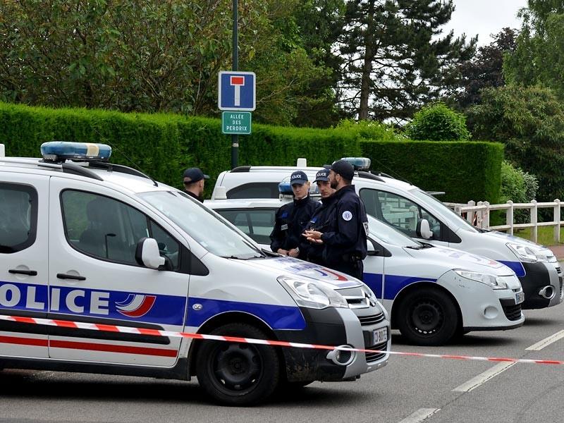 Полицейским во французском Лилле удалось предотвратить столкновение между футбольными фанатами из России, Англии и Уэльса. При этом два россиянина были задержаны