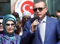 Президент Турции, чья жена ратует за гаремы, назвал бездетных женщин неполноценными