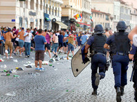 Новые столкновения между футбольными болельщиками и полицией произошли во Франции
