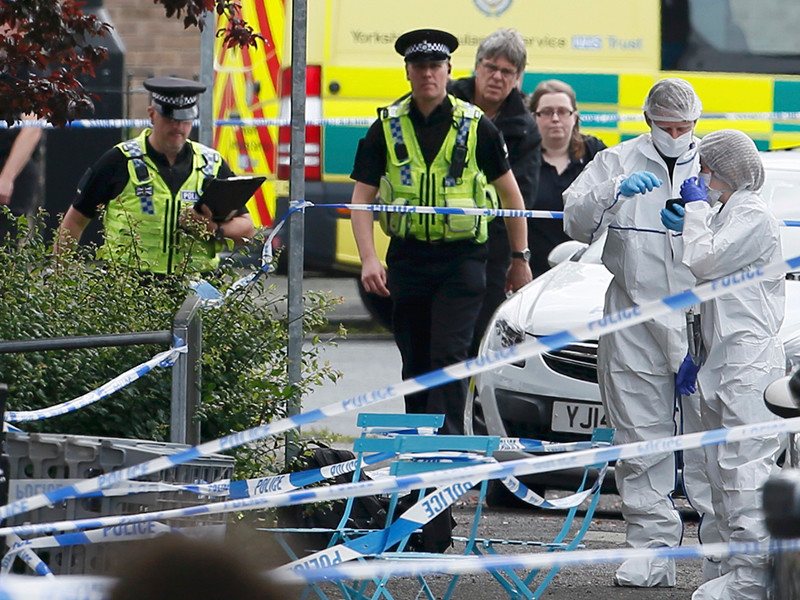 В пригороде английского города Лидс неизвестный мужчина, вооруженный огнестрельным оружием и ножом, совершил нападение на депутата британского парламента от Лейбористской партии Джо Кокс