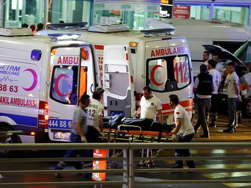 В аэропорту Стамбула имени Ататюрка, который является крупнейшем в стране, произошло два взрыва