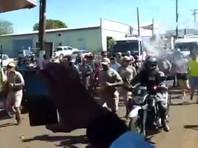 В Бразилии шутник попытался потушить олимпийский огонь ведром воды