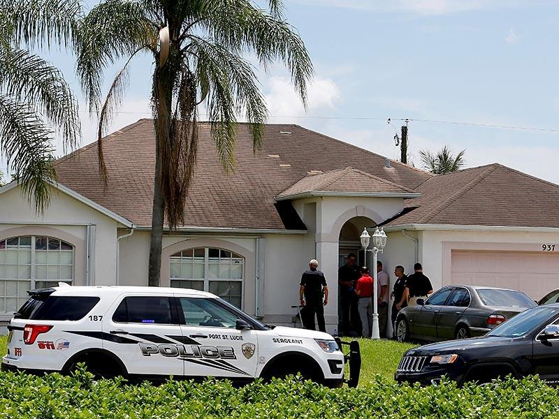 CNN также сообщает, что правоохранительные органы выяснили: Матин за несколько недель до бойни в Орландо пытался купить себе армейский бронежилет, но ему его не продали. Это означает, что он мог готовить атаку в течение достаточно продолжительного времени