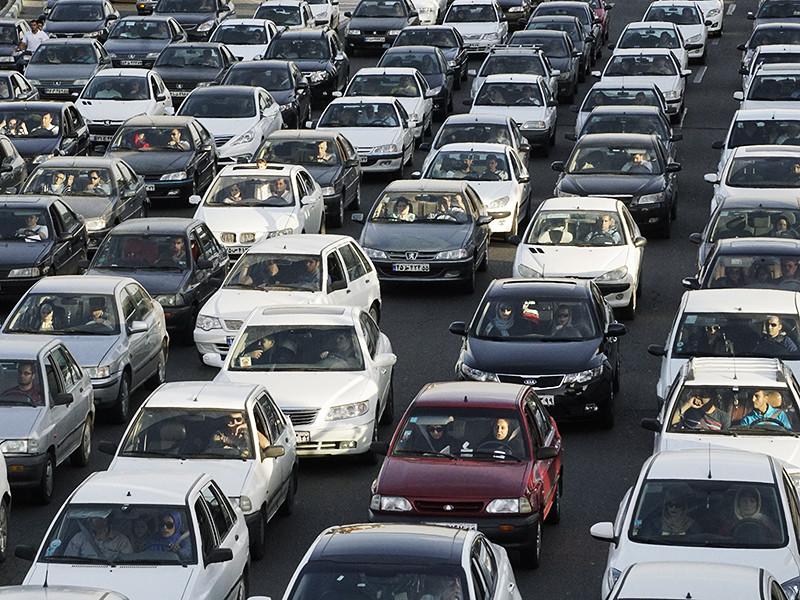 В индонезийском регентстве Бребес на северо-западе острова Ява оценивают последствия катастрофичной дорожной пробки, в которой во вторник, 5 июля, тысячи водителей провели по разным данным от 20 до 35 часов