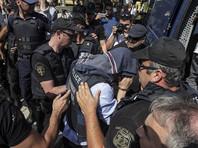 После неудавшейся попытки государственного переворота в Турции начались массовые репрессии. Более 60 тысяч военных, полицейских, судей, учителей и госслужащих были отстранены от своих должностей, задержаны либо оказались под следствием