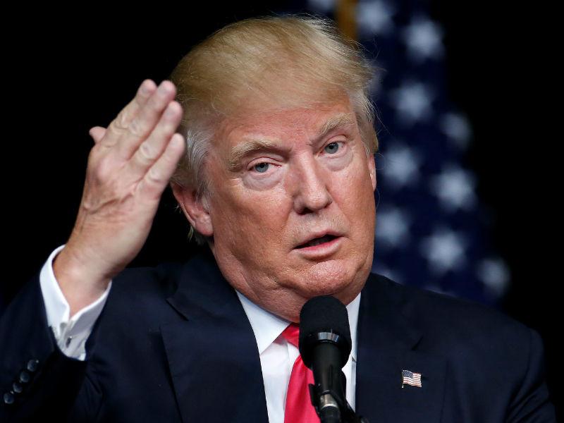 Кандидат в президенты США от Республиканской партии Дональд Трамп заявил, что в случае своей победы на выборах он готов рассмотреть вопрос о правомерности присоединения Крыма к РФ