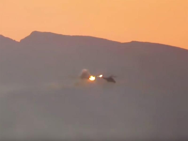 """Террористы """"Исламского государства"""" (ИГ, группировка запрещена в России) опубликовали видео, на котором запечатлен момент попадания снаряда по вертолету Ми-35 с российским экипажем"""