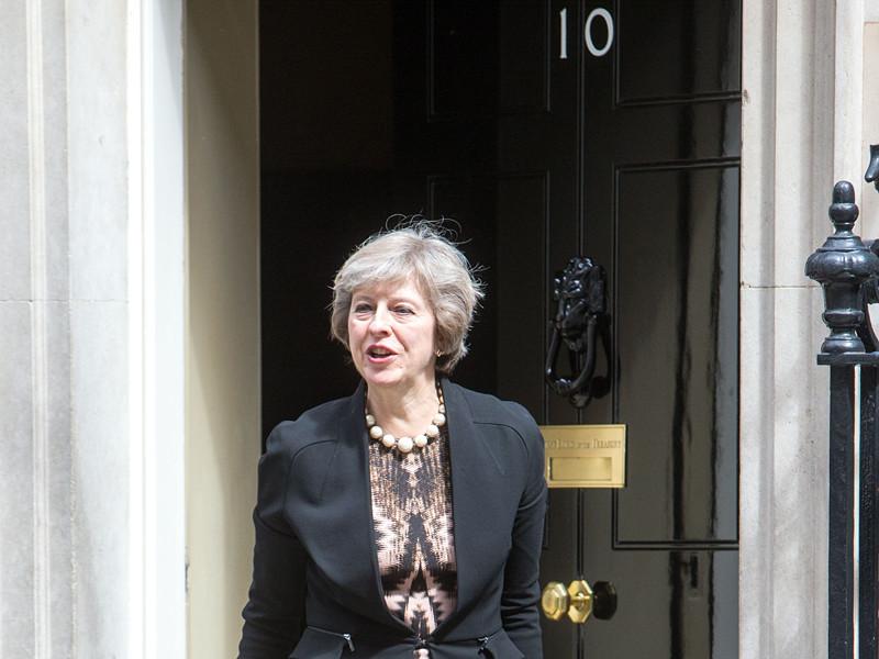 На данный момент фаворитом стала министр внутренних дел Тереза Мэй