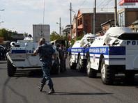 Захватчики отдела полиции в Ереване освободили двоих заложников