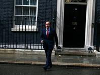 Кэмерон сказал, что он предложил свою отставку королеве в среду днем, 13 июля, в Букингемском дворце