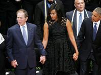 Джордж Буш смутил Мишель Обаму на панихиде по погибшим в Далласе полицейским (ВИДЕО)