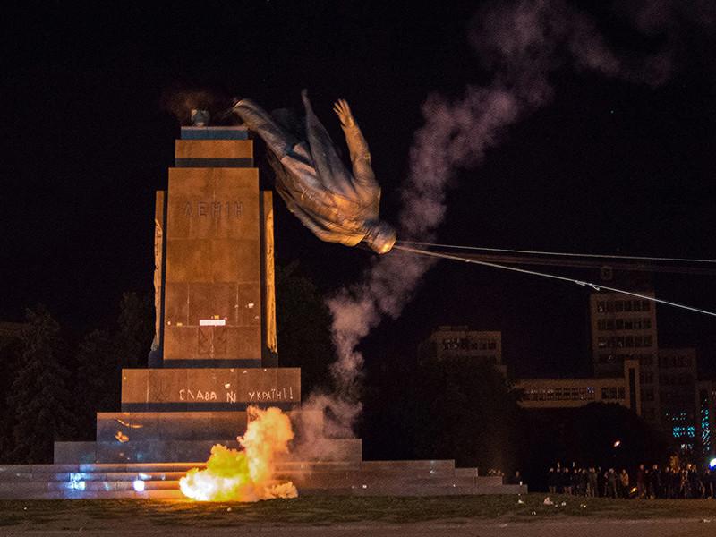 Украинские власти отчитались о сносе более 1000 памятников Ленину