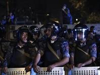По свидетельствам очевидцев и журналистов, полиция уже применила шумовые гранаты