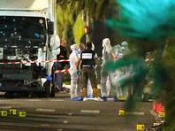 Во время теракта в Ницце мотоциклист попытался на ходу открыть дверь двигавшегося в толпу грузовика (ВИДЕО)