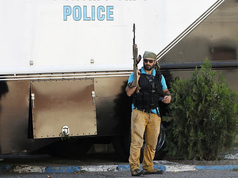 Рядом с захваченным зданием полка патрульно-постовой службы (ППС)в Ереване убит полицейский