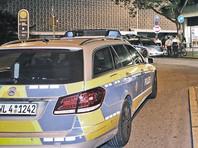 В результате нападения погибла женщина. Еще два человека получили ранения. Нападавший был схвачен полицией. Причина атаки неизвестна
