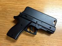 В лондонском аэропорту задержали мужчину с чехлом для телефона в виде пистолета
