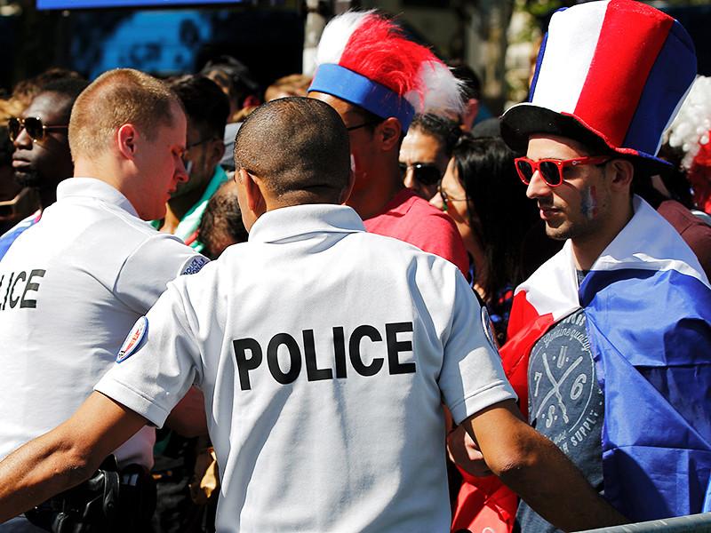 """Во время финала стадион, """"Поле болельщиков"""" у Эйфелевой башни и главную улицу города Елисейские поля будут охранять 5000 полицейских"""